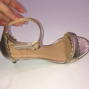 WORN ONCE! TALBOTS Gold leather Pila Scall…